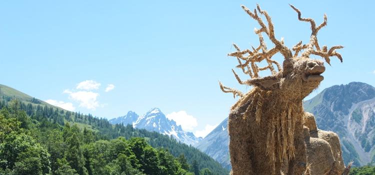 Sculptures sur paille à Valloire et route des Grandes Alpes
