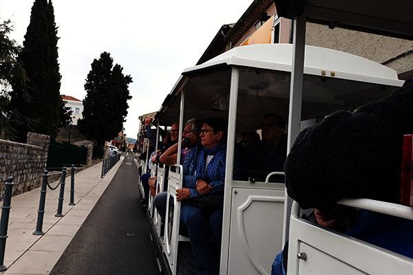 balade en petit train et du village vacance de néaclub à la Drôme provence