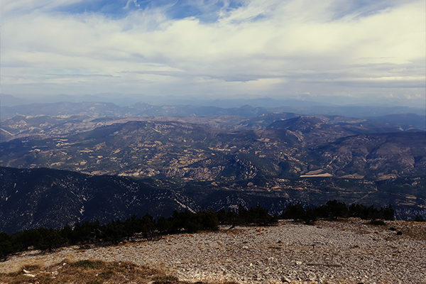 balade au sommet du Mont Ventoux et du village vacance de néaclub à la Drôme provence