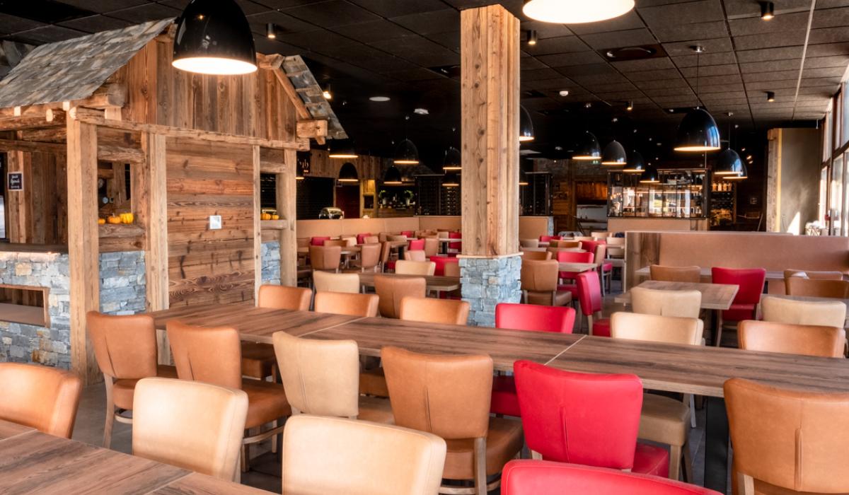 Restaurant savoyard rénové en 2020 vue panoramique sur le lac