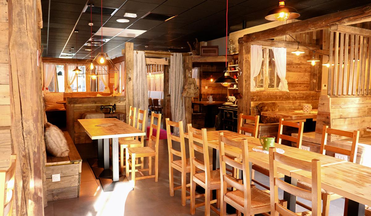 Restaurant savoyard sur les bords du lac d'Annecy